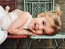 Cô bé 3 tuổi hút hàng triệu fan nhờ khả năng 'diễn sâu'