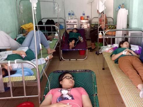 Hơn 50 công nhân may nhập viện nghi ngộ độc thực phẩm