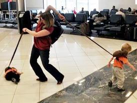 Clip hài: Bó tay với các bà mẹ 'vụng về'