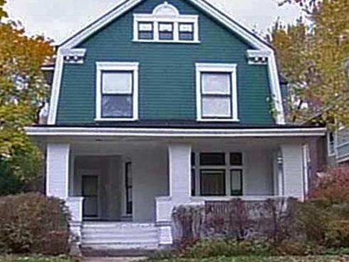 Bí ẩn câu chuyện người phụ nữ ở chung nhà với 3 tử thi suốt vài chục năm ròng