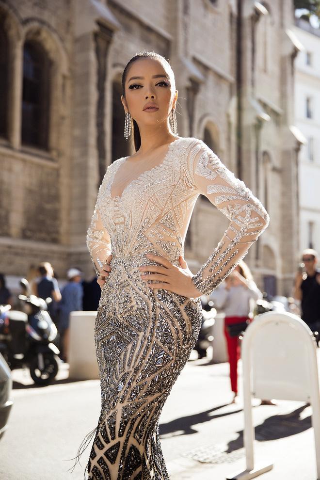 Diện thiết kế Việt, Lý Nhã Kỳ xuất sắc hóa Nữ hoàng Cleopatra trên thảm đỏ LHP Cannes ngày 4 - Ảnh 4.