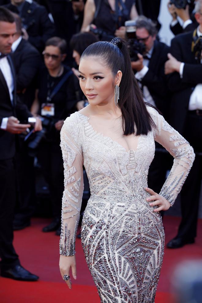 Diện thiết kế Việt, Lý Nhã Kỳ xuất sắc hóa Nữ hoàng Cleopatra trên thảm đỏ LHP Cannes ngày 4 - Ảnh 10.