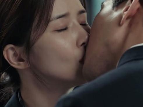 Phim của 'Nữ hoàng rating' Lee Bo Young lập kỷ lục tỷ suất người xem