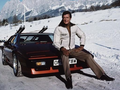 Nhìn lại những mẫu xe qua tay 'Điệp viên 007' Roger Moore