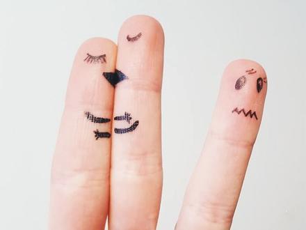Ảnh hài: Công dụng 'bá đạo' của năm ngón tay