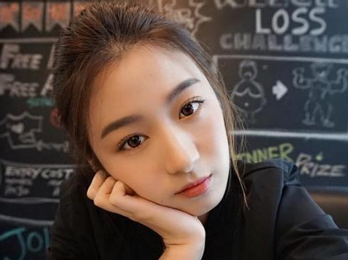 Không chỉ gái Việt nha, thêm một cô nàng Malaysia cực xinh chứng minh mặt tròn đang thực sự lên ngôi!