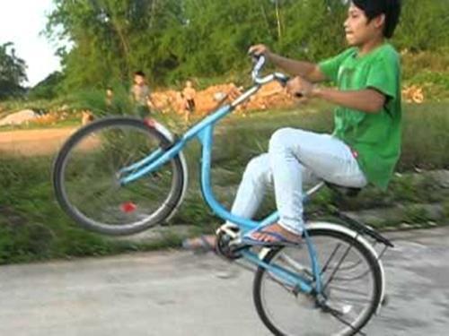 Clip hài: 'Sấp mặt' khi thể hiện với xe đạp