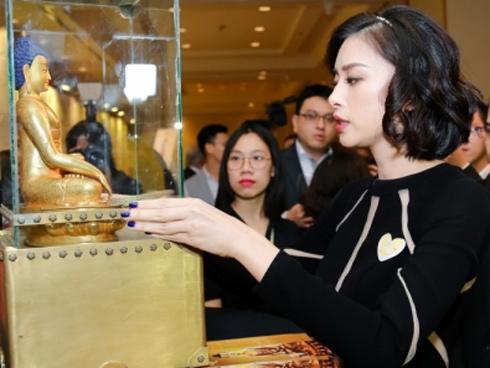 Ngô Thanh Vân đấu giá Tượng Phật Vàng thỉnh từ Nepal để cứu 252 em nhỏ
