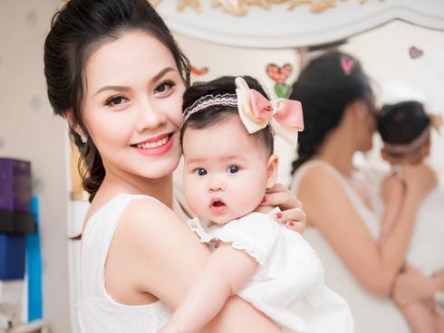 Top 5 Hoa hậu Việt Nam Đậu Thị Hồng Phúc lần đầu khoe con gái
