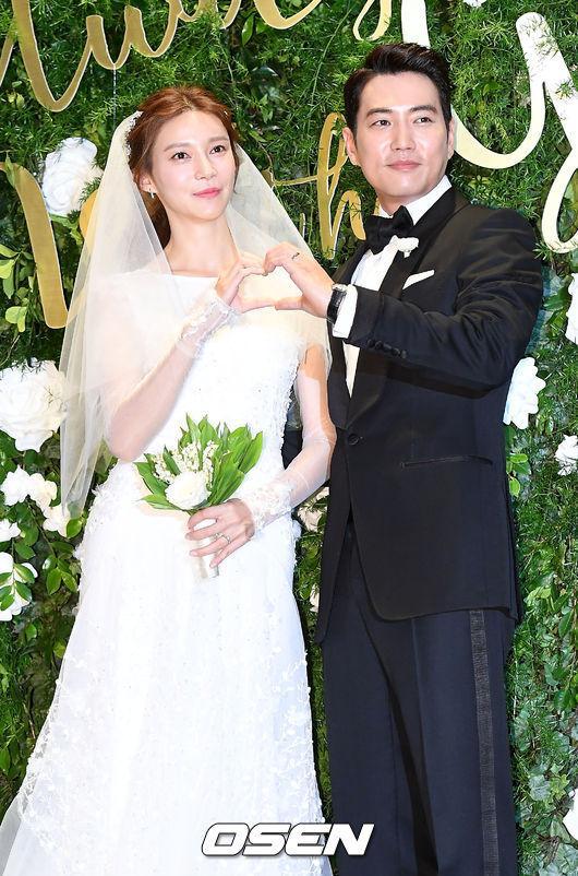 Jang Geun Suk, Hoa hậu Park Si Yeon cùng loạt sao Hàn khoe ảnh trong đám cưới mỹ nhân phim Mười - Ảnh 11.