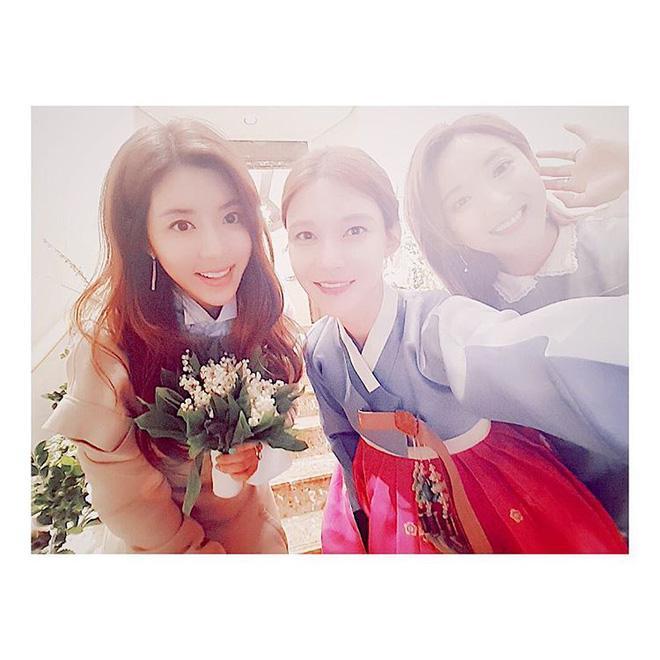 Jang Geun Suk, Hoa hậu Park Si Yeon cùng loạt sao Hàn khoe ảnh trong đám cưới mỹ nhân phim Mười - Ảnh 5.