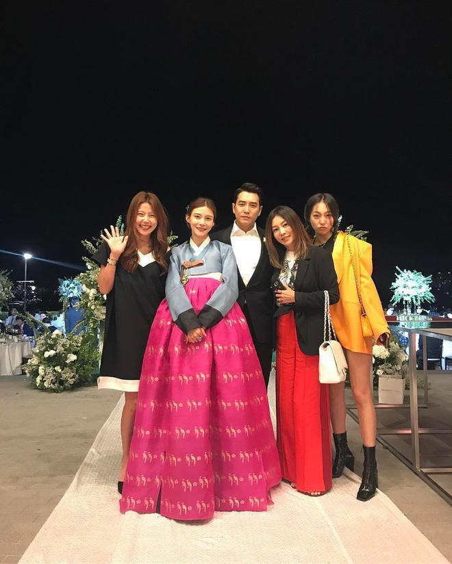 Jang Geun Suk, Hoa hậu Park Si Yeon cùng loạt sao Hàn khoe ảnh trong đám cưới mỹ nhân phim Mười - Ảnh 7.