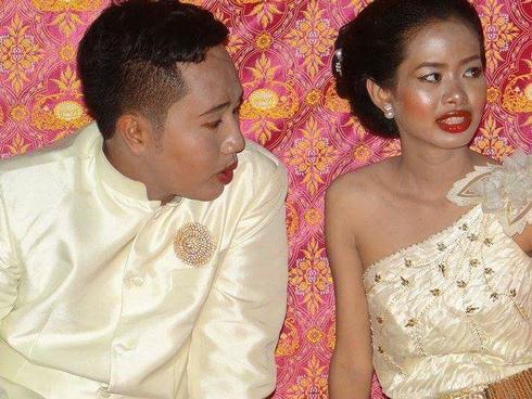 Cô dâu chú rể uất hận vì thuê nhầm thợ make up 'mất tâm', hóa trang như hề trong ngày cưới