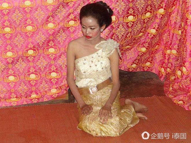 """Cô dâu chú rể uất hận vì thuê nhầm thợ make up """"mất tâm"""", hóa trang như hề trong ngày cưới - Ảnh 3."""