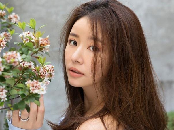 'Mẹ bỉm sữa' Lâm Tâm Như đốn tim fan với loạt ảnh trẻ đẹp ngỡ ngàng