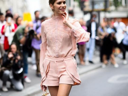 Đâu cần diện váy, cứ mặc quần short cách điệu là bạn đã nữ tính hết nấc