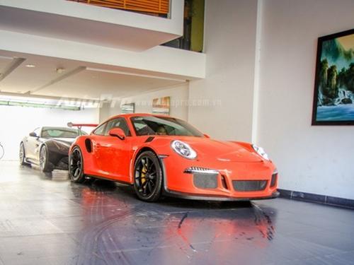 Cận cảnh siêu xe Porsche 911 GT3 RS mà Cường 'Đô La' mới tậu