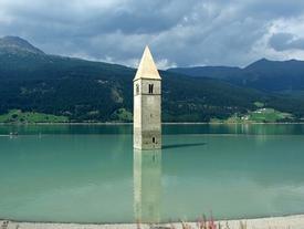 Những hồ nước kỳ lạ trên thế giới