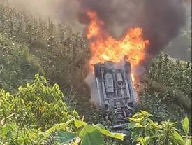 Tin hot trong ngày: Xế hộp mất phanh lao xuống vực, bốc cháy dữ dội