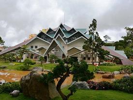 'Ngôi nhà bí ẩn' 132 mái hút hồn du khách ở Đà Lạt