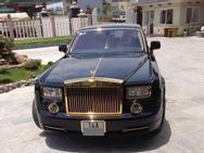 Quảng Ninh: Rolls-Royce Phantom mạ vàng chạy taxi, đổ xăng giữa đường