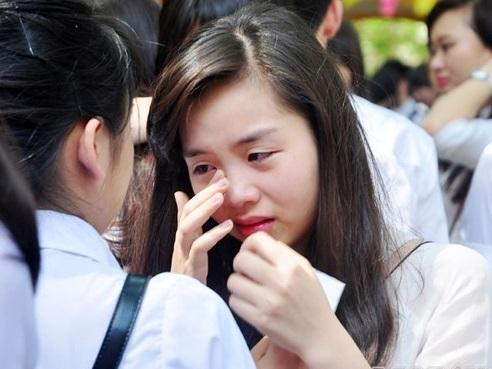 Chia tay cuối cấp: Học sinh khóc như mưa