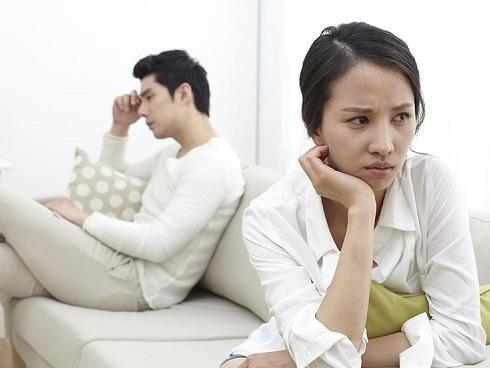 Sốc vì câu nói của vợ: 'Bao giờ anh thôi vơ vét tiền mang về cho nhà anh thì em mới chịu về'