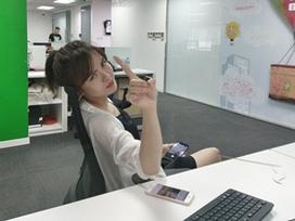 Đời sống hot teen 24h: Hot girl Tú Linh bị đồng nghiệp tung ảnh chụp lén hài hước