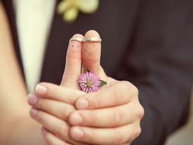 Yêu thôi không cưới có được không?