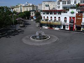 Tin hot trong ngày: Nắng nóng trên 50 độ C, phố Hà Nội 'vắng như chùa bà đanh'