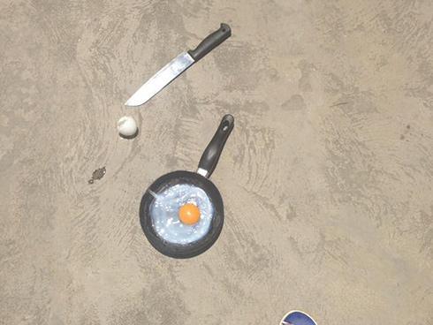 Ảnh hot trong tuần: Nắng kỉ lục người dân 'thi' nhau mang trứng ra đường rán