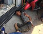 Giữa trưa nắng, nam thanh niên nghi ngáo đá cầm dao đâm nhiều người trên phố Hà Nội
