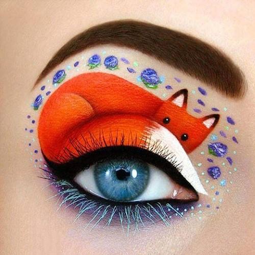 Những đôi mắt được kẻ vẽ cầu kỳ