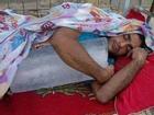 Ảnh hài: Phát sốt với chiêu chống nóng kiểu 'con nhà nghèo'