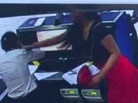 Clip sốc: Nữ tiến sĩ xinh đẹp hành hung nhân viên hàng không khi đến trễ