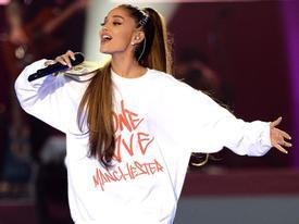 Ariana Grande - ngôi sao phản kháng trước tội ác khủng bố