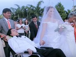 Đám cưới đẹp như cổ tích của chú rể bị liệt toàn thân và cô dâu xinh đẹp