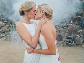 19 khoảnh khắc đám cưới đồng tính tuyệt đẹp khiến con người thêm tin vào tình yêu
