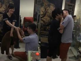 Chàng trai mang gấu đến tận quán net, rút nhẫn cầu hôn khi bạn gái đang miệt mài 'cày' game