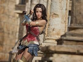 Cô gái xinh đẹp cosplay Diana phim Wonder woman đẹp hơn cả phiên bản gốc