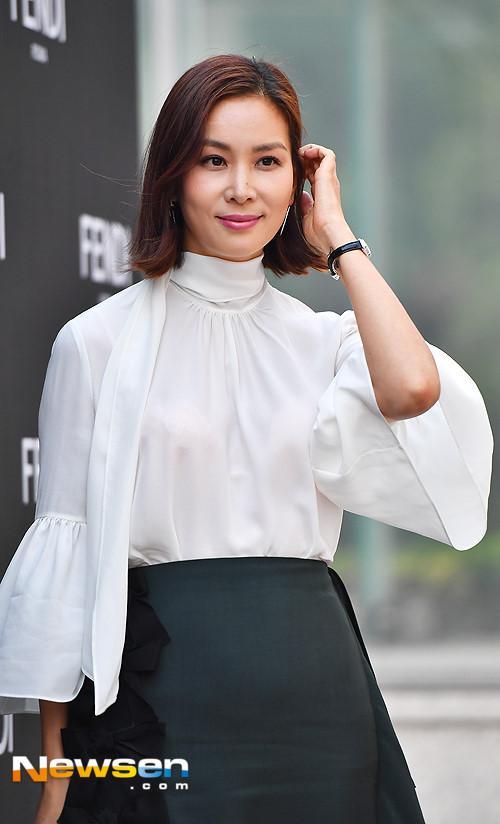 Suzy va my nhan dao keo Han Ye Seul noi bat o su kien hinh anh 7