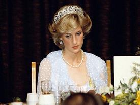 Cố Công nương Diana từng cứa cổ tay vì bất lực trước tình yêu của chồng dành cho người tình