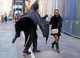 Ảnh hài: 'Giải ngố' với loạt ảnh khó đỡ trên phố