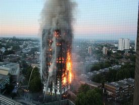 Người mẹ ôm 6 con chạy từ tầng 21 xuống đất, 4 con thoát chết trong vụ cháy tại London