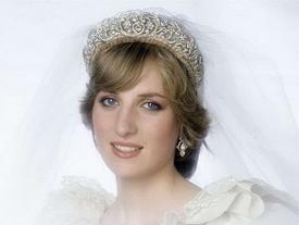 Trầm cảm khi mang thai đã khiến Công nương Diana làm đau chính mình