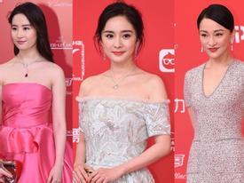 Lưu Diệc Phi, Dương Mịch cạnh tranh nhan sắc trên thảm đỏ LHP Quốc tế Thượng Hải