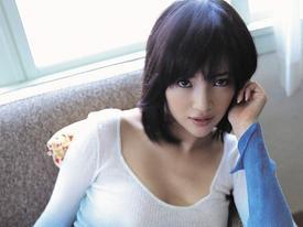 Nhan sắc mẫu nữ Nhật Bản sở hữu vòng 1 khủng tự mình cầu hôn đại gia