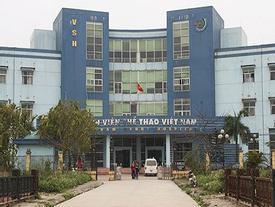 Hà Nội: Bác sĩ bị côn đồ hành hung, bắt quỳ gối xin lỗi