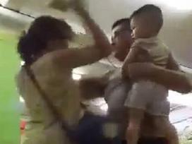 Xích mích ở khu vui chơi trẻ em, chồng đấm tát vợ trước mặt con nhỏ