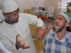 Clip: Những cách nhổ răng 'bá đạo' nhất trên thế giới